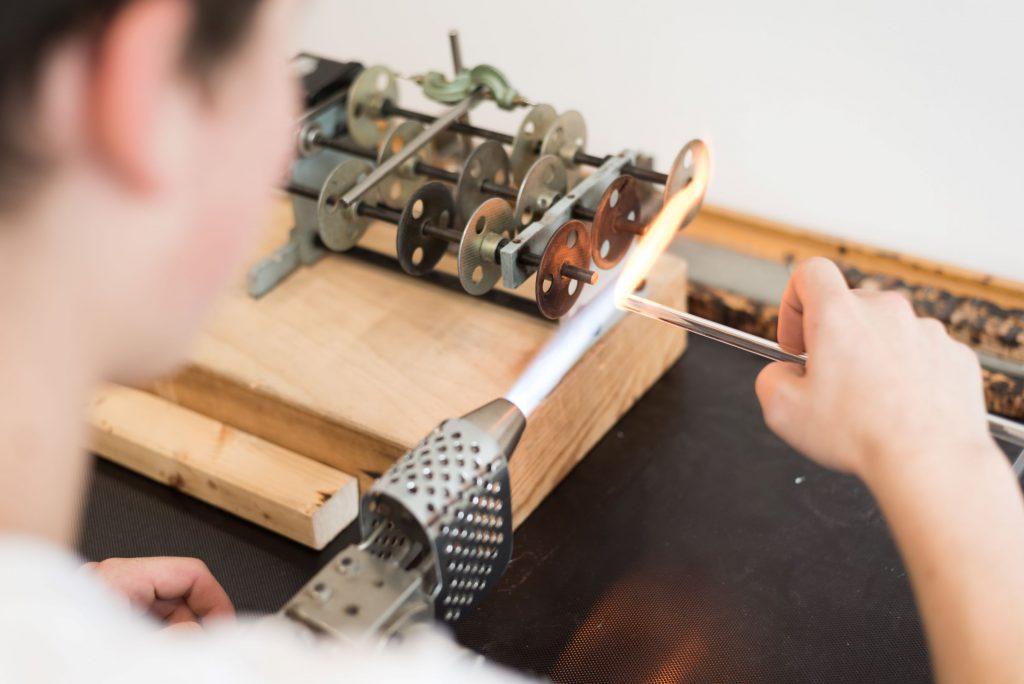 Herstellung der Glastrinkhalme mit Flame in Handarbeit