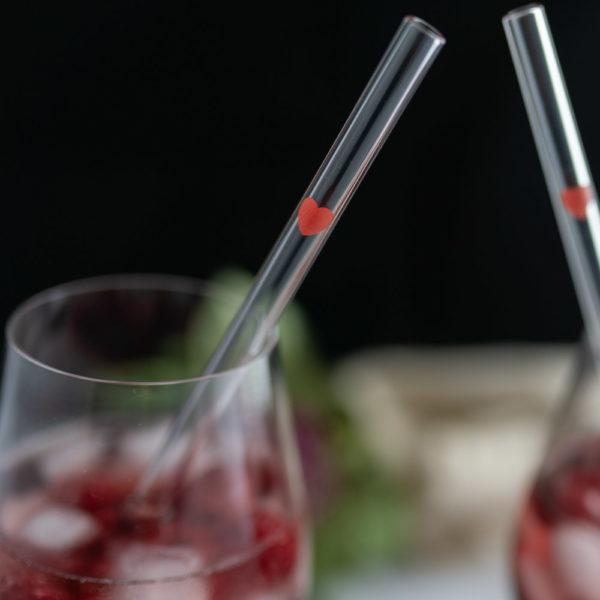 Glastrinkhalme mit Herz als Geschenk zum Valentinstag