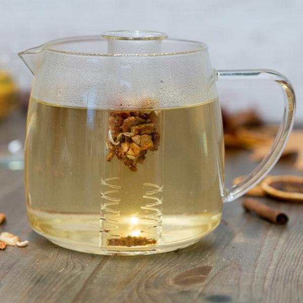 Teesieb aus Glas in Teekanne